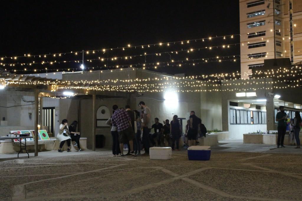 luces colgantes crean un ambiente especial para la fiesta de la terraza