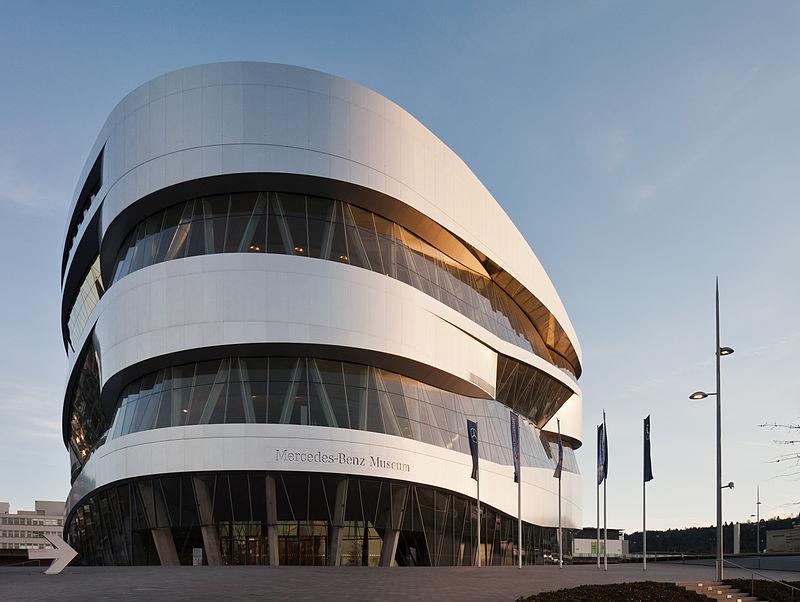 Museo Mercedes-Benz (fotografías con licencia Wikimedia Commons).
